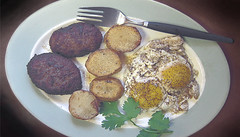 Simple_Tastes (Guyser1) Tags: breakfast eggs sausage potatoes fakefondant westyellowstone canonpowershots95 pointandshoot food