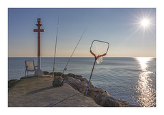 I el peixcador tornarà (Vicent Granell) Tags: granellretratscanon sol mar escollera perellonetperelló contrallum peixcadors color mirada visió composició personal percepció