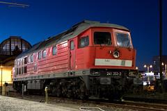 241 353-2 (rengawfalo) Tags: ludmilla br232 v300 br241 dresden diesellok blauestunde dresdenhbf zug train railways lok lokomotive bahnhof gleis station night nacht