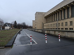 Flughafen-Tempelhof_e-m10_1013107400 (Torben*) Tags: rawtherapee olympusomdem10 olympusm12mmf20 berlin kreuzberg flughafentempelhof thf flughafen architektur architecture fassade facade