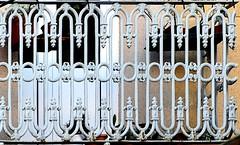 Barcelona - Riu de la Plata 008 c (Arnim Schulz) Tags: modernisme modernismo barcelona artnouveau stilefloreale jugendstil cataluña catalunya catalonia katalonien arquitectura architecture architektur spanien spain espagne españa espanya belleepoque fer castiron ferdefonte hierro ferro iron eisen gusseisen schmiedeeisen forjado forgé wrought forged art arte kunst baukunst ferronnerie gaudí fence liberty textur texture muster textura decoración dekoration deko deco ornament ornamento