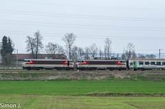 Double Arzens (bb_17002) Tags: sncf station gare véhicule extérieur route chemin de fer locomotive horizon ville architecture locomotives bb15000 arzens corail railway train normandie paris