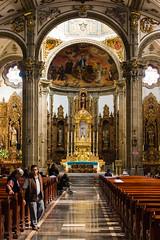 La iglesia de Coyoacan (Manuel Gayoso) Tags: coyoacan mexico iglesia navecentral altar barroco oro arcos columnas frescos personas reflejos