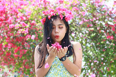IMG_2667 (Sharmila Padilla) Tags: flowers lady canon portrait ladies balloon outside play pinkflowers pink photography street modes happy joy smile pretty sports white road makeup