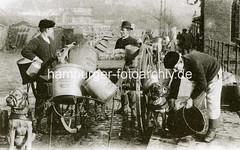 bildarchiv-hamburg-com_v11G4aovcR (stadt + land) Tags: hunde hund bilder fotos arbeitshund historisch früher aufgabe transport alte fotografien