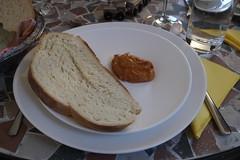 Frisch gebackenes Kanarisches Weißbrot mit Almogrote (multipel_bleiben) Tags: essen zugastbeifreunden brot aufstrich dip vegetarisch vorspeise spanisch