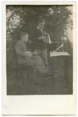 . (Kaïopai°) Tags: horn laute musiker musik musicians musician music instrument men mann männer hombre tisch stuhl natur
