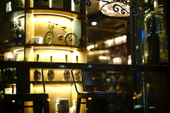 2106/1756 (june1777) Tags: snap street seoul night light bokeh sony a7ii carl zeiss ikon oberkochen sonnar 50mm f15 1600 clear