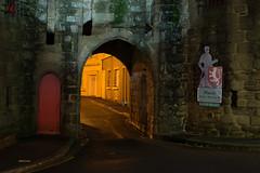 2018 Décembre - Hennebont (Nuit).006 (hubert_lan562) Tags: nuit lumiere soir light pierre rue tunnel architecture hennebont bretagne morbihan rempart 56 bzh lorient night