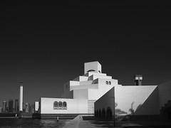 MIA  #1,(Museum of Islamic Art) (Thunderbird61) Tags: mia museumofislamicart doha qatar katar orient modernarchitecture architecture mono monochrome sw zw nb na bw schwarzweis blackwhite zwartwit noirblanc neroblanco nigeralbus mediumformat pentax pentax645z pentaxart sundaylight museum