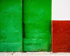 ThreeColours.jpg (Klaus Ressmann) Tags: klaus ressmann omd em1 abstract autumn color door etordesillas design flcabsoth green minimal red klausressmann omdem1