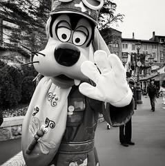 Goofy (-Faisal Aljunied - !!) Tags: faisalaljunied disneylandtokyo japan goofy waltdisney cartooncharacter blackandwhiteportrait