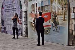 Hanoi - photo de noces 2 (luco*) Tags: vietnam hanoi homme man photographe photograph marié murale street art photo de noces wedding picture mariage