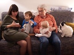 En famille (Dahrth) Tags: gf1 lumix20mm microquatretiers family cat baby bébé chat famille couch canapé