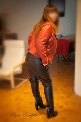 elle369 (Cuir Couple) Tags: cuir leder leather cuero veste jacket jupe skirt pantalon pant hosen mistress maitresse cuissardes maître master bondage bdsm