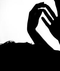 Con le mani (Damiano Sansoni) Tags: black blackwhite biancoenero monocrome sigma controluce contrasto nero ioete mani sony lucieombre a77 reflex damianosansoni