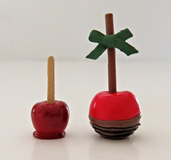 Re-ment Candy Apple Size Comparison (MurderWithMirrors) Tags: rement miniature food apple candyapple minisweets morinaga comparison mwm