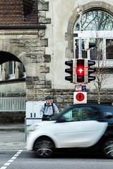 Exemplary (Isengardt) Tags: exemplary vorbild vorbildlich traffic verkehr light licht ampel trafficlight red rot smart auto car fahrrad bycicle helm helmet motionblur bewegungsunschärfe ideal street strase strasenfotografie streetphotography stehen stand still woosch esslingen badenwürttemberg deutschland germany europe europa olympus omd em1 1250mm fenster windows zebrastreifen crosswalk zebracrossing