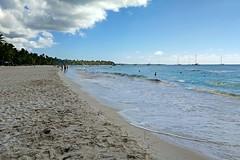 IMG_20190104_123259a (oberbayer) Tags: islasaona domrep meer wasser wolken cloud himmel sky strand bäume
