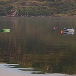 Miroir sur le loch, Ullapool, Ross and Cromarty, Ecosse, Grande-Bretagne, Royaume-Uni. thumbnail