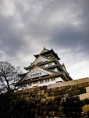 Osaka Castle (Synghan) Tags: osakacastle castle osaka japan japanese architecture building tall builtstructure lowangle artificial manmade photography outdoor colourimage fragility freshness nopeople foregroundfocus adjustment interesting awe wonder fulllength depthoffield vivid sharpness tranquility peace clouds cloudy day daylight kansai 오사카 오사카성 일본 간사이 samsung sms737j galaxy wide3 vertical