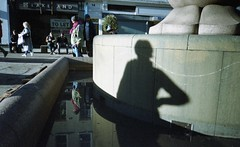 Hand on hip (4foot2) Tags: manchester manchesterpeople people peoplewatching interestingpeople shadows streetphoto streetshot street streetphotography candid candidportrate reportage reportagephotography reflection water handonhip analogue film filmphotography 35mmfilm 35mm colourfilm oldfilm outofdatefilm expiredfilm experimental olympustripaf50 olympus pointandshoot 28mm wideangle 2019 fourfoottwo 4foot2 4foot2flickr 4foot2photostream