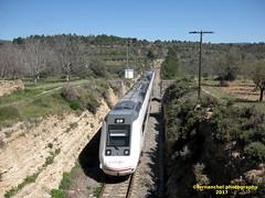 Tren de media distancia de Renfe (Zaragoza Miraflores-->Valencia) a su paso por BENAFER (Castellón) (fernanchel) Tags: adif ciudades renfe jerica benafer castellón castelló s599 tdmd spain md mediadistancia поезд bahnhöfe railway station estacion ferrocarril tren treno train c5