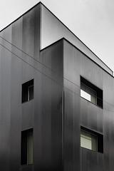 Via Tortona, Milano (roby22-1-1950) Tags: milano palazzo architettura
