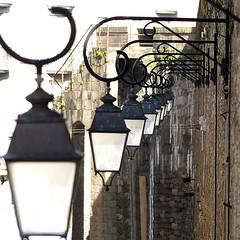 L'éclairage Intra-Muros   . . .  1 mois/1 thème  -  Mars   . . .  Diagonale   . . . (Daniel.35690) Tags: saintmalo 2019 bretagne intramuros lumière eclairage mur muraille diagonale 1mois1thème architecture mars