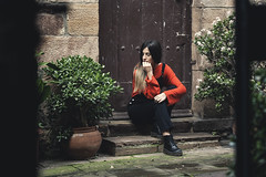 Beatriz 8.0. // 02 (Lt. Sweeney) Tags: rojoyverde redandgreen rojo rouge red green verde edición color procesado canon adobe exterior gente airelibre actitud pose belleza belle bella joli beau beautiful encuadre sitio lugar place location cartes cantabria planta encuadrehorizontal framing cliché mood casual fashionphotography teenager youth juventud juvenil young joven