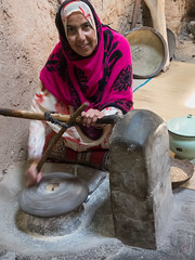 at Bait Al Safah, a living museum (Nanooki) Tags: middleeast nikdefine oman ©suelambertlrpscpagb willayat baitalsafah woman grinding flour indoor alhamra