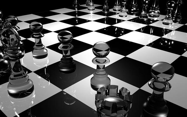 Обои шахматы, доска, стекло, чб, поверхность картинки на рабочий стол, фото скачать бесплатно