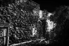 La lumière du passé... / The light of the past... (vedebe) Tags: abandonné decay urbex noiretblanc netb nb bw monochrome architecture lumière maisonabandonnée ruines