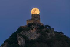 Super Luna de gusano sobre el Castillo de Ocio -  Super Worm Moon over Ocio Castle (teredura58) Tags: super moon worm luna ocio castillo castle alava alavavision