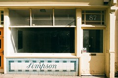 02 Old Whitby shop Simpson (I ♥ Minox) Tags: film 2019 fuji superia fujicolorsuperia fujicolor 200asa c41 olympus olympusom2n om2n om2 olympusom2 om2709 whitby northyorkshire