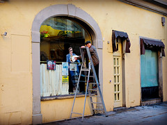 Parrucchiere, Toni Estetica (Pierrot le chat) Tags: streetphotography scènederue florence italy italie firenze italia oltarno viasantagostino20