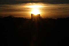 il sole sopra a tutto - Pianello di Ostra (walterino1962 / sempre nomadi) Tags: sole nuvole nubi colline pendii vegetazione alberi arbusti erba monti colonna luci ombre riflessi pianellodiostra ancona