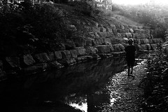 At the stony creek (Leica M6) (stefankamert) Tags: creek film analog analogue wall tones light people water leica m6 leicam6 summitar kodak trix noir noiretblanc blackandwhite blackwhite stefankamert bw baw rangefinder