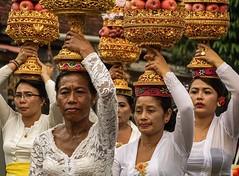 Bali, procession. (jean-paulevertse) Tags: tweedethuis sonya7rll kleurrijk hindoeïsme procession bali