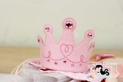 Abre alas que lá vem uma princesa! (Ei menina! - Érica Catarina) Tags: artesanato arteemfeltro feltro princesa boneca coroa