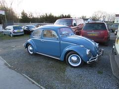 Volkswagen Beetle 1200 (Andrew 2.8i) Tags: classics classic road kingdom united streetspotting cars car street spotting carspotting uk wales german saloon 12 1200 type1 bug vw beetle volkswagen