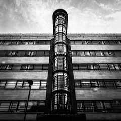 IMG_1120990 (Kathi Huidobro) Tags: towerhamlets fullerhallandfoulsham ibexhouse londonarchitecture blackwhite bw monochrome geometry tower gradeii streamline streamlinemoderne londonbuildings london artdeco officeblock