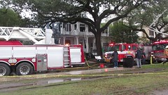 Fire at historic mansion 2525 St. Charles Avenue (Infrogmation) Tags: neworleans fire uptown stcharlesavenue video