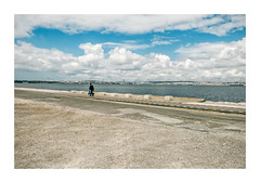 Barreiro, Portugal (Sr. Cordeiro) Tags: barreiro portugal margemsul rio tejo tagus river nuvens clouds caminho path panasonic lumix gx80 gx85 14140mm