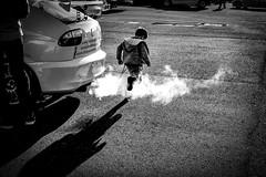 DSCF1485-2 (manomesa) Tags: coche humo contraluz fuji fujifilmxh1 fujinon1855 byn blancoynegro bn