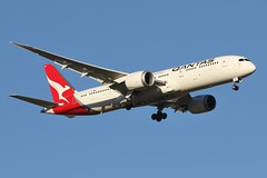 VH-ZNF Qantas Boeing B787-9 Dreamliner (johnedmond) Tags: perth ypph westernaustralia qantas flyingkangaroo boeing 787 7879 dreamliner australia aircraft aviation aeroplane airplane airliner canon eos7d ef100400mmf4556lisiiusm