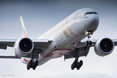 Emirates / Boeing 777-300ER / A6-EQH (schmidli123) Tags: geneva gva gvaairport a6eqh emirates flyemirates boeing boeinglovers 777 yearofzayed