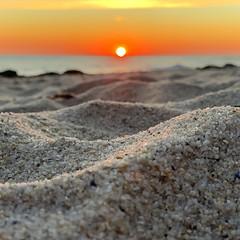 Plage bretonne (ADtour) Tags: fouesnant begmeil finistere bzh horizon bokeh iphonexs xs iphone sable voyage travel zen crepuscule soir soleil sunset sun océan plage mer bretagne