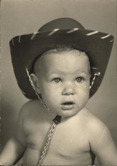Lynn Cowey Portrait (Familypapers) Tags: portrait blackandwhitephoto children babypictures cowboy cowgirl hat kidscowboy kids child 1950s lynncowey robertsdale alabama usa 1955 1yearold