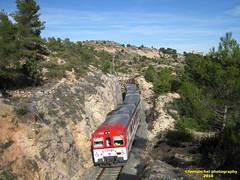 Tren de Cercanías de Renfe (Línea C-3) a su paso por BUÑOL (Valencia) (fernanchel) Tags: adif ciudades renfe buñol spain c3 поезд bahnhöfe railway station estacion ferrocarril tren treno train rodalies cercanias bunyol